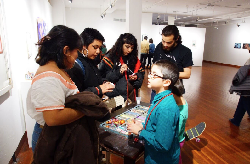 Viewers interacting with  Mesa [Mothers, Love & Dementia]  (2016) by Alejandra Pérez of Aguas Migrantes