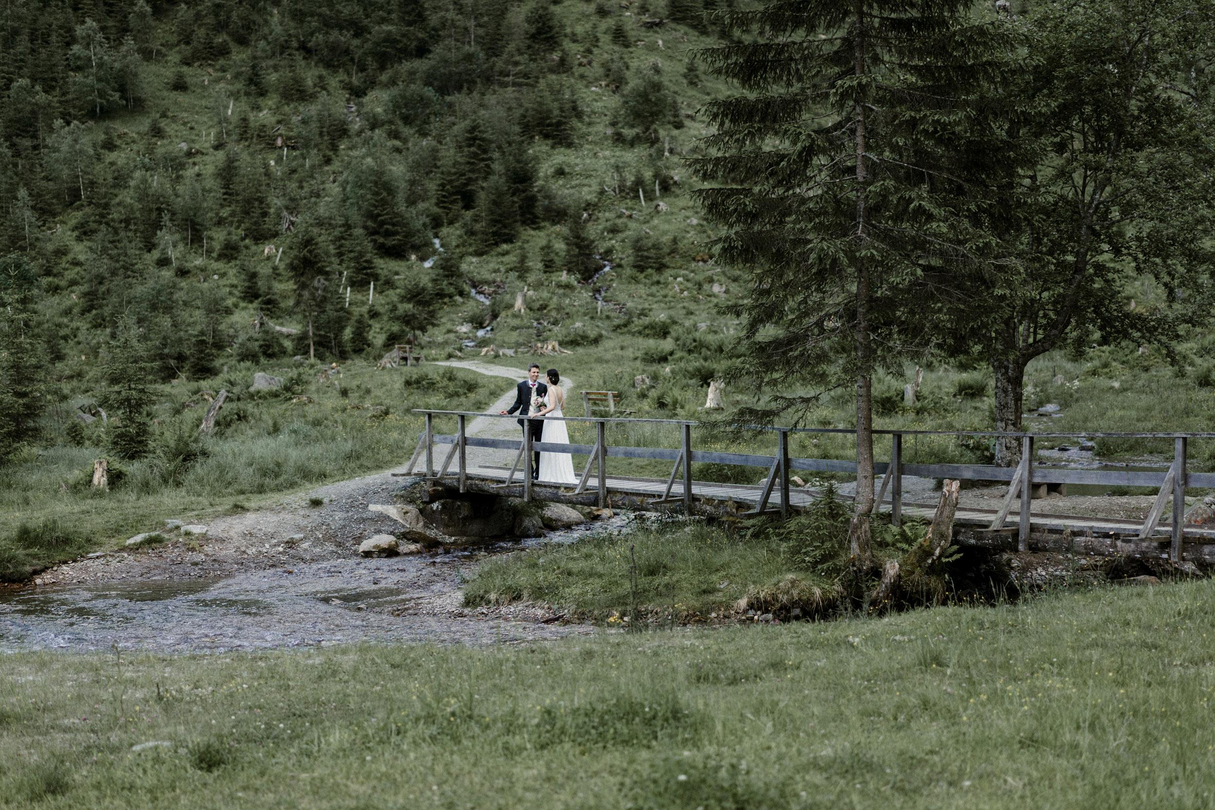 austria_mountain_wedding_photography_countryside_vienna-37.jpg