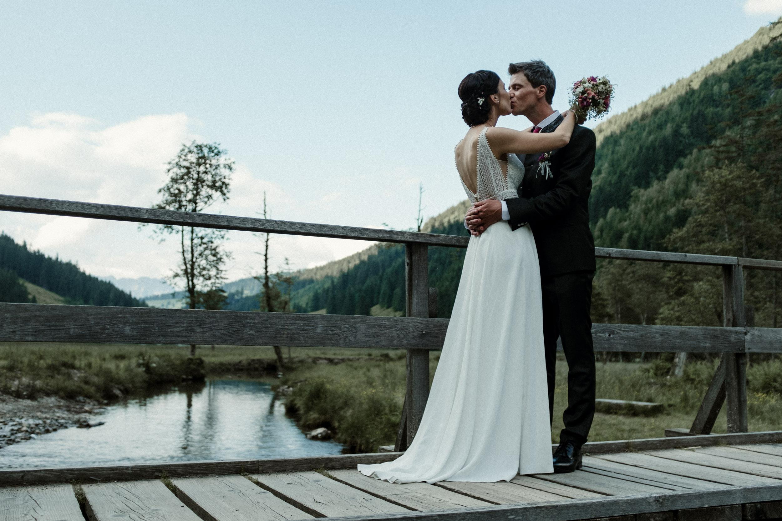 austria_mountain_wedding_photography_countryside_vienna-43.jpg