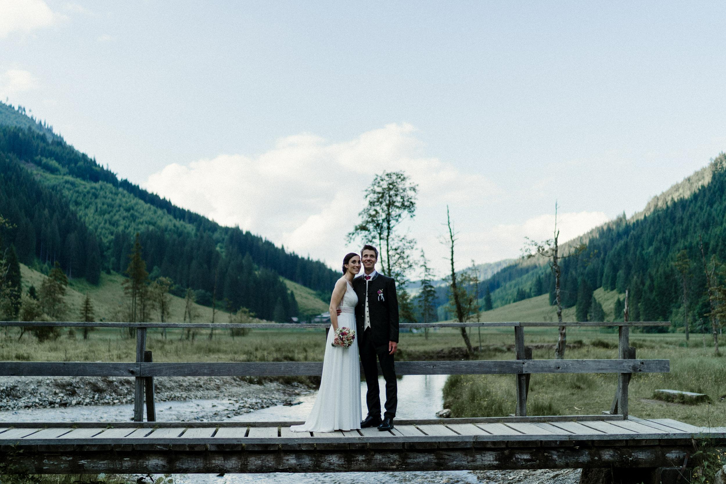 austria_mountain_wedding_photography_countryside_vienna-42.jpg