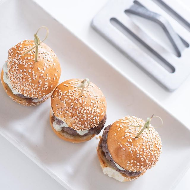 The thicker the meat, the more presses you'll want to stack. We used two 8 oz. presses for these mini sliders to celebrate #NationalCheeseburgerDay! 🍔 . . . . #chef #cooking #cook #chefs #cookingtools #cookingtool #cookingtips #grill #grilling #grillmaster #chefsofinstagram #eeeeeats #ilovecooking #cheflife #instafood #foodstagram #beautifulcuisines #tastingtable #chefsfeed #truecooks #cheeseburger #burger #burgerporn