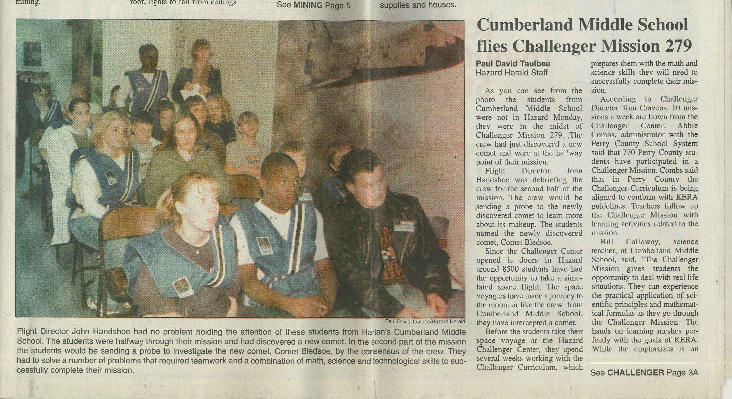 2000-03-15 Hazard Herald Cumberland Middle School flies Challenger Mission 279.jpg