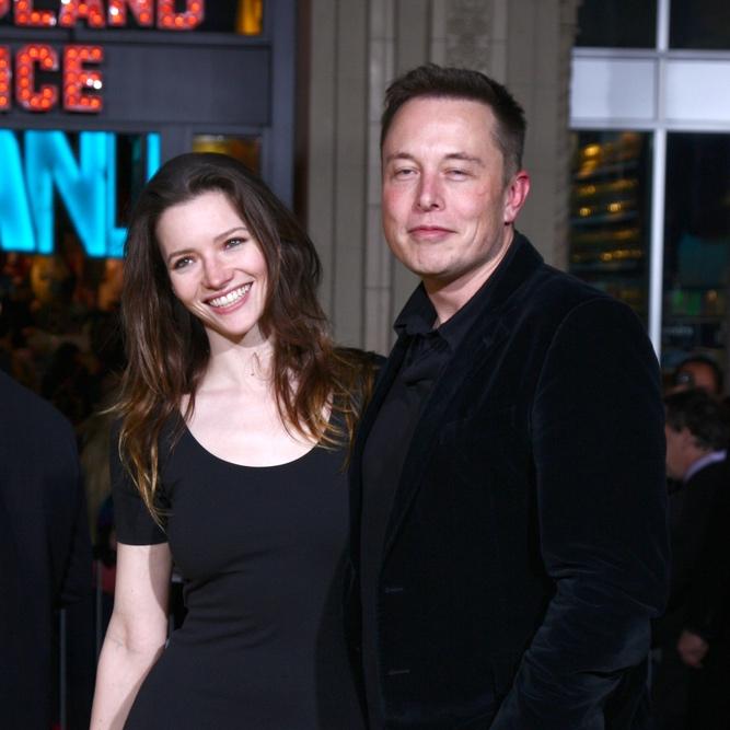 elon+musk+and+wife.jpg