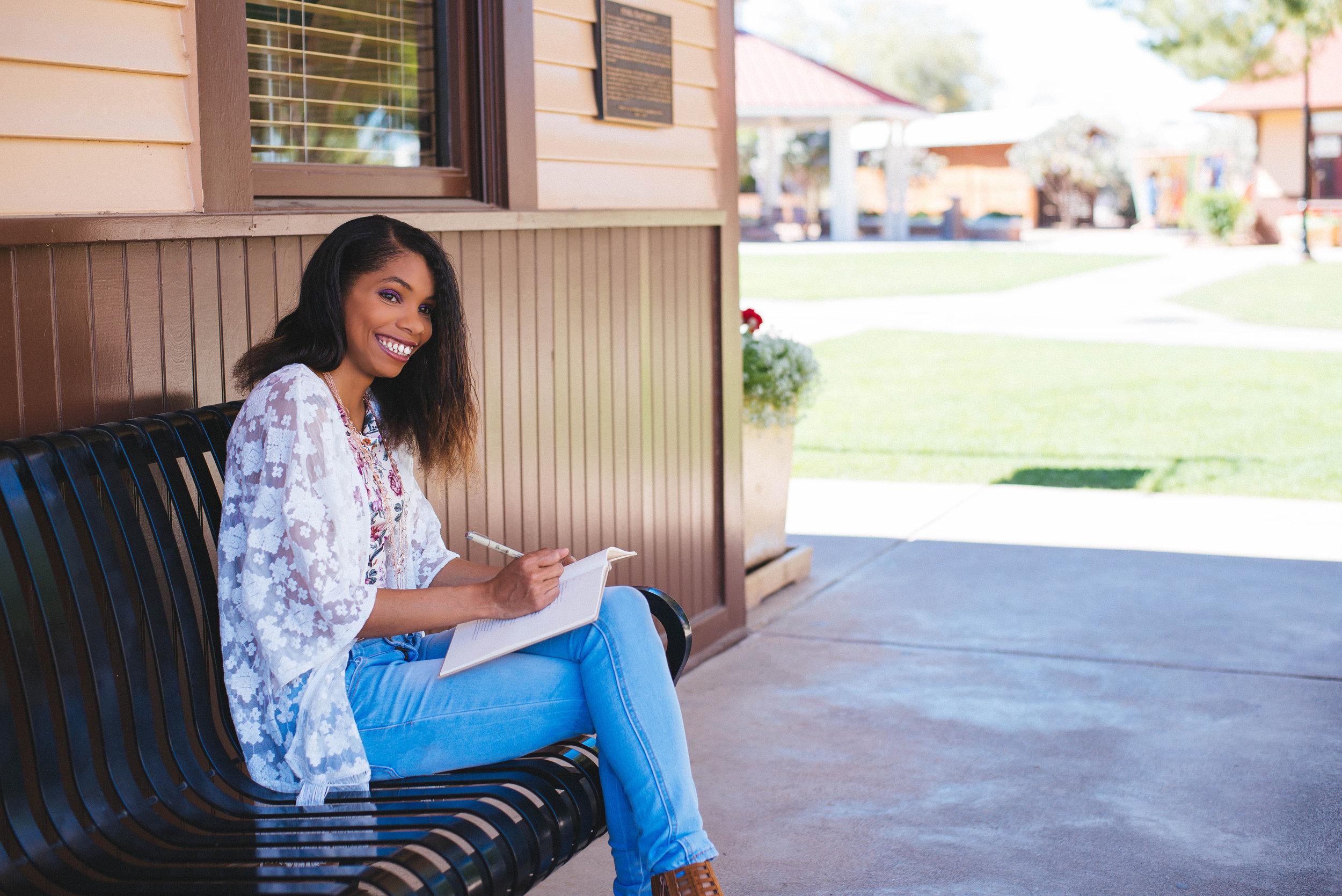 Content Strategist and Copywriter for Female Entrepreneurs