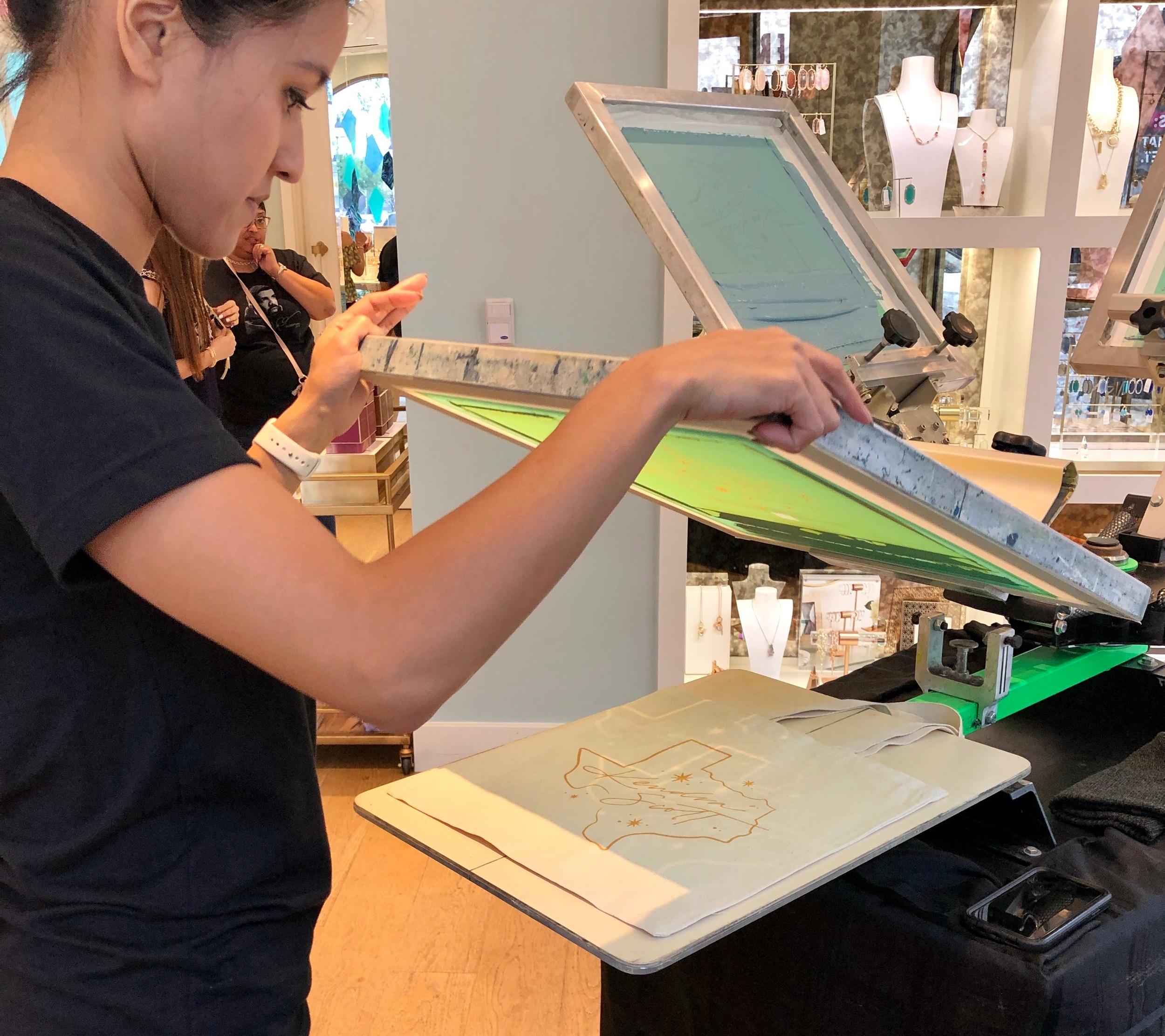 apdat-print-co-live-screen-printing-kendra-scott-press.jpg