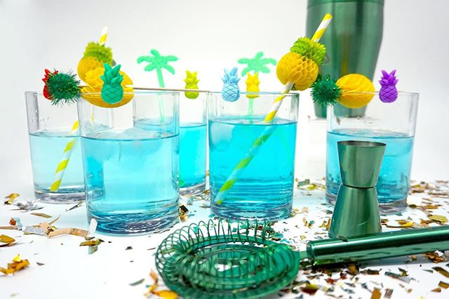 With the warm weather coming this weekend we are itching for a beach party. The fruity drinks are calling our names!