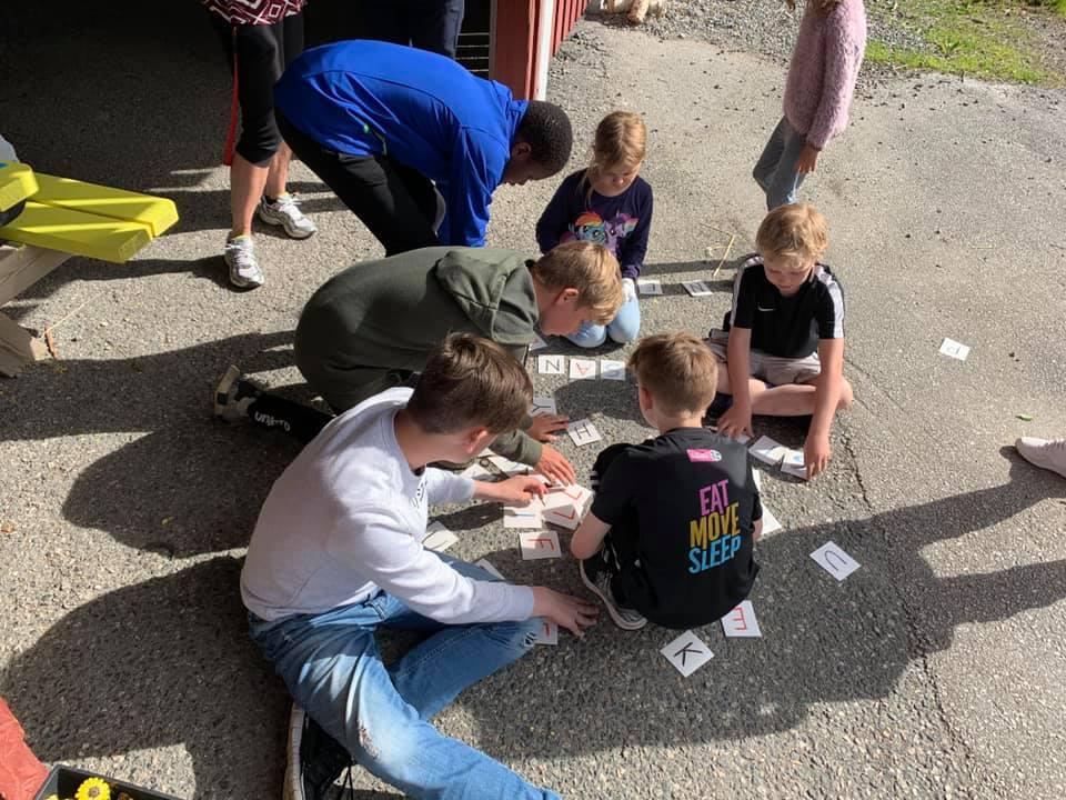 I dag hadde vi aktivitetsdag og grilling av lokal laks.