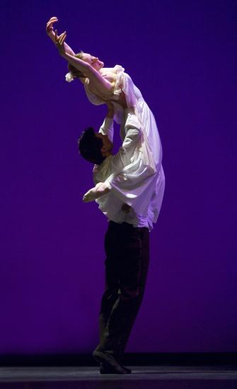 Dan_and_Gwen_in_lift041806_Danceworks_003.jpg