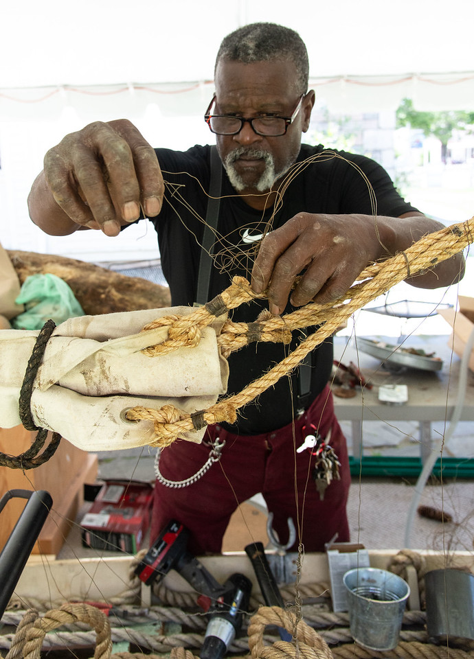 Artist Kevin Sampson at Mystic Seaport