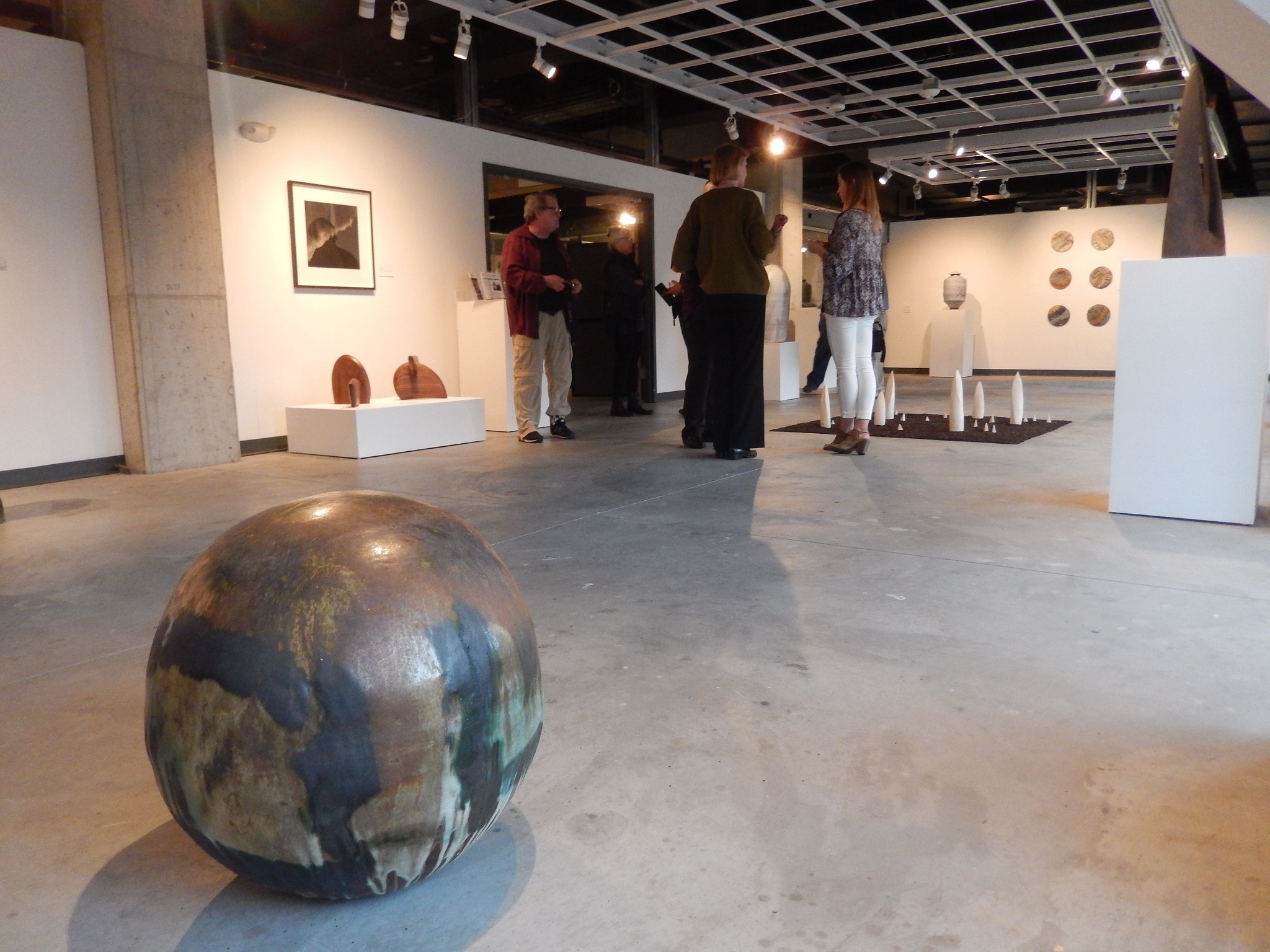 """A moon pot by Toshiko Takaezu at the """"Collective Identity"""" exhibition"""