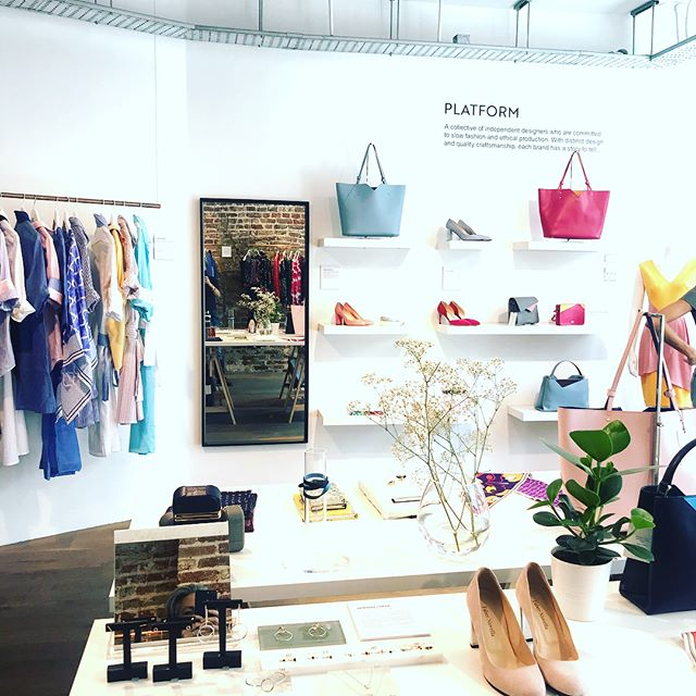 D I S C O V E R Y our beautiful pop-up boutique @platformhq is the future of retail. So fun to see customers come in and spend ages looking at all of our beautiful artisan and luxury bags, jewellery, scarves, knitwear, dresses and of course skincare! We're at 36 Marylebone High Street, London.
