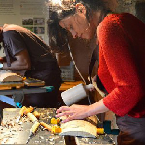 Madeira - O trabalho em madeira esteve no coração da vida da Cerdeira desde o início.O espaço oferece-se naturalmente ao ensino e à prática do trabalho em madeira tradicional e contemporâneo.