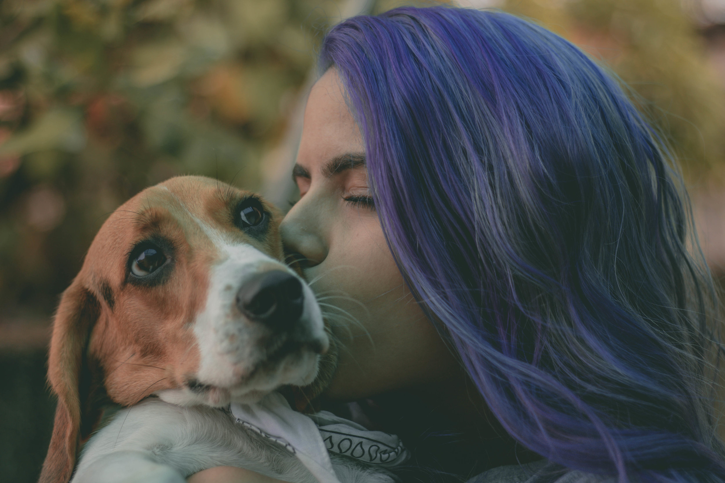 kissing-your-dog