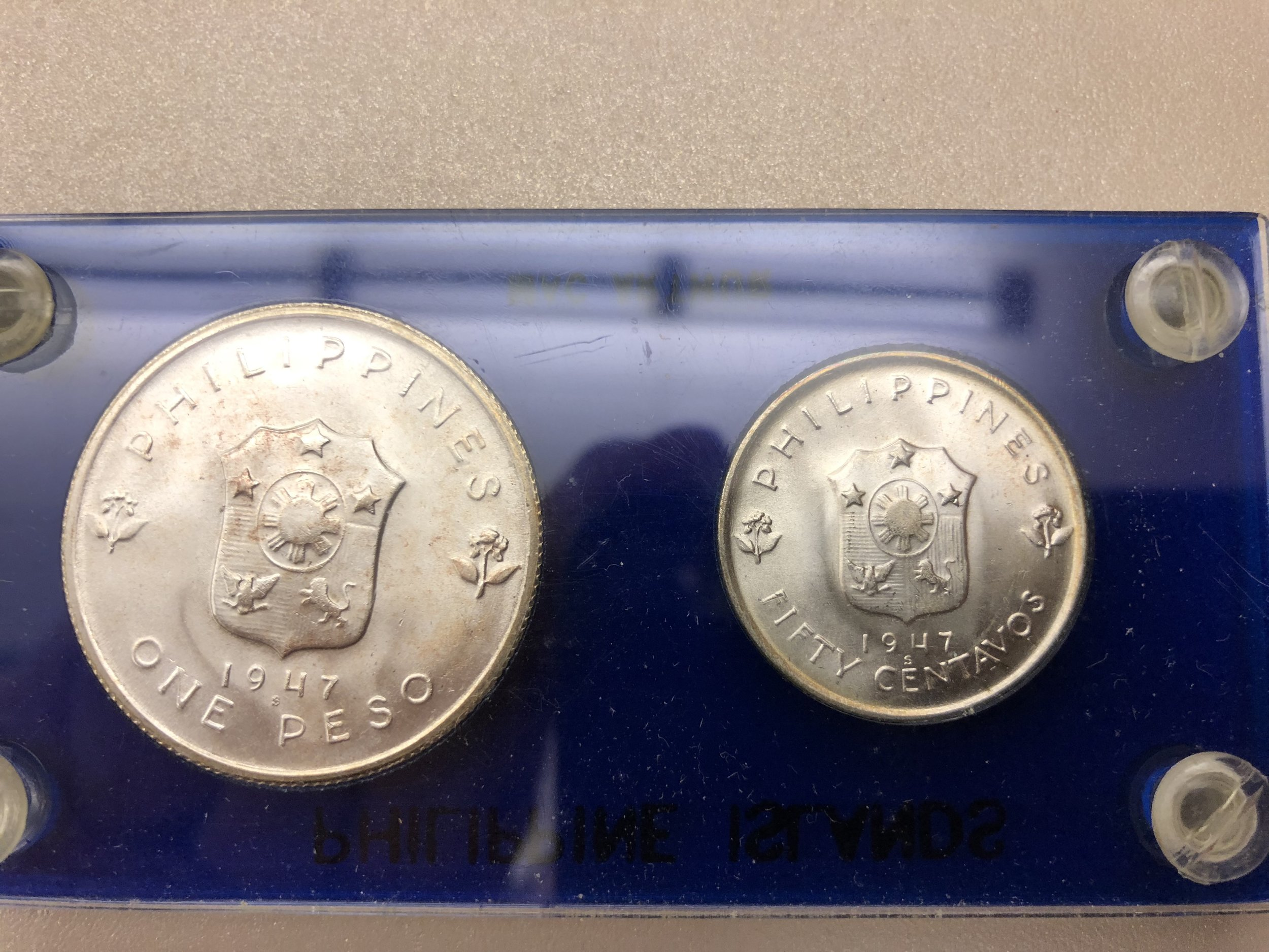 Obverse has the Coat of Arms of the Philippines.  The date and mint mark is also displayed.