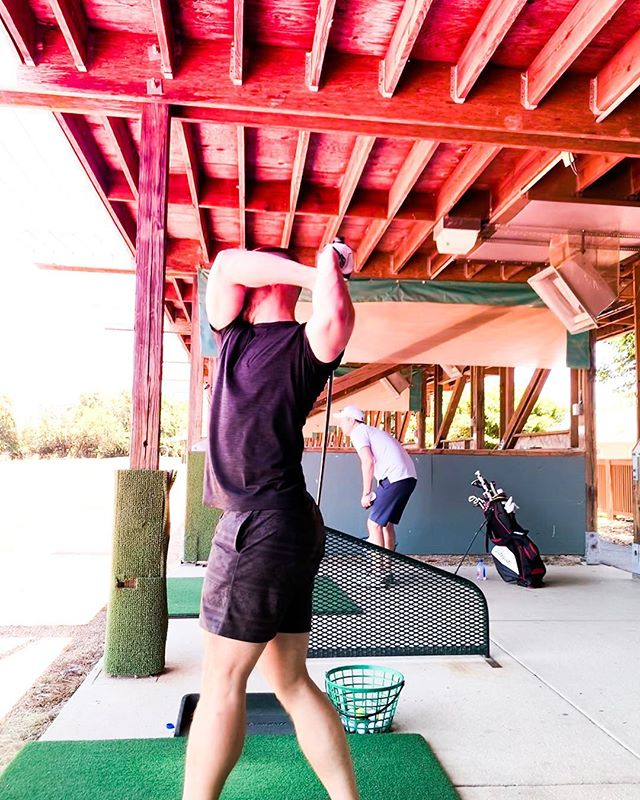 """👋🏼 hey! I'm the guy that shows up wearing the wrong clothes and swings so hard he hits himself in the 🍑. Real talk, I love the complexity of #golf even though my skill level is """"yay I hit the ball, I'm amazing""""."""