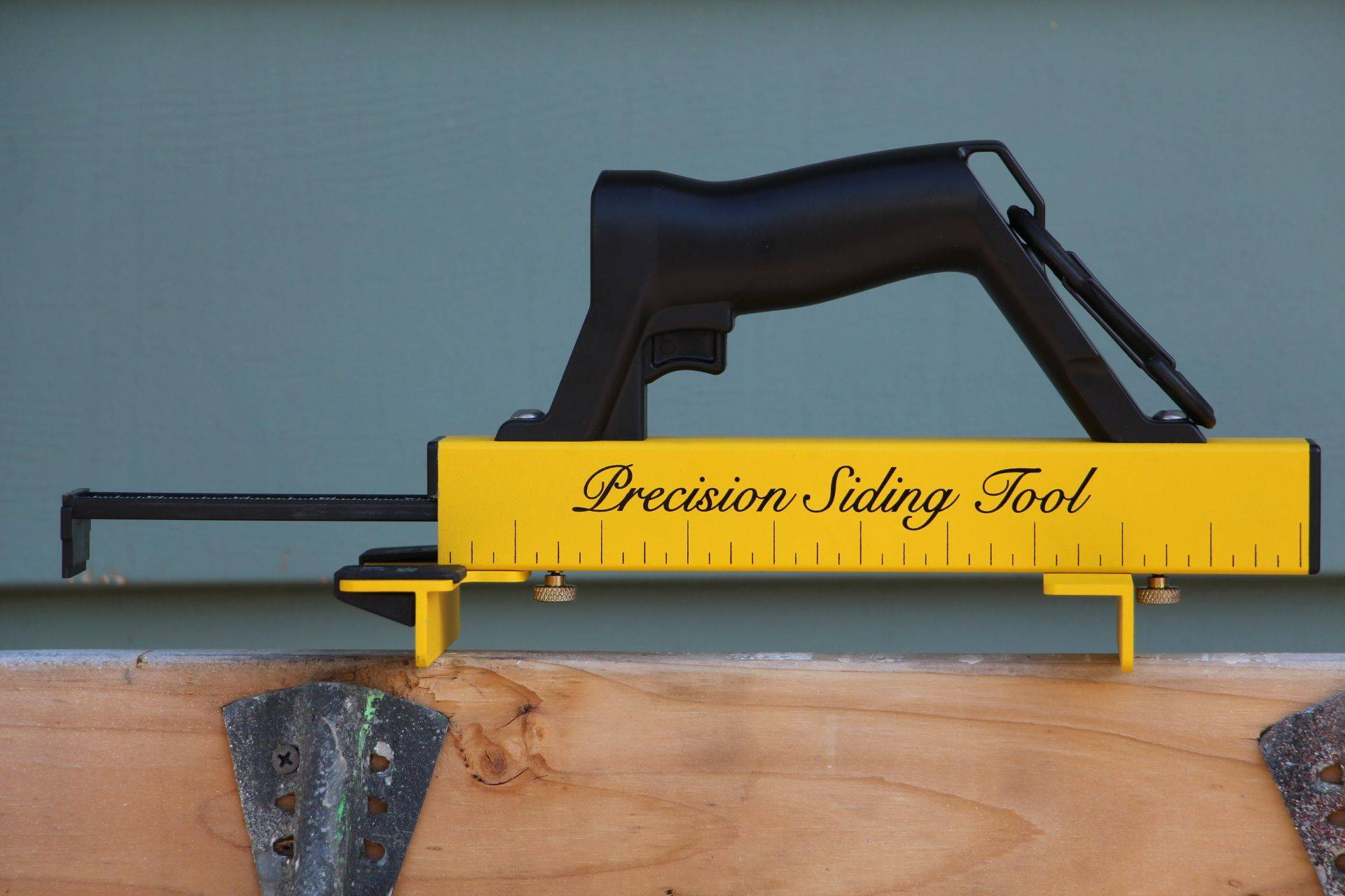 Ruler on side of tool for quick determination of overlap.