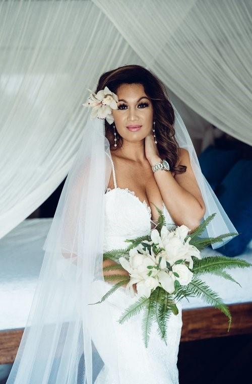 Tropical Hawaiian bride