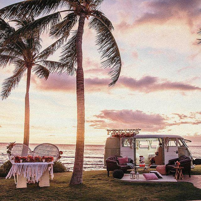 Living the dream! @fairmontorchid @fairmontorchidweddings @mewtant @hawaiiislandevents @alohiki @graceflowershawaii @fletchphotography @alohasplitty . . . . . #bigislandphotobooth #bigislandphotobus #hawaiibeachvenue #hawaiipartylife #busbooth #classicphotobooth #hawaiiphotobus #photobushawaii #dreambig #oldaloha #bringmeback #pacificweddings #stayfun #livealoha #greenweddingshoes #stylemepretty #nakedhawaii #dontworrybeachhappy