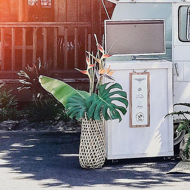 Aloha! @alohasplitty @fshualalai @fshualalaievents @themodernhaku #alohasplitty . . . . #fletch #fletchphotography #photobus #hawaiiphotobus #hawaiianstyle #photobooth #vintagephotobus #1956vw