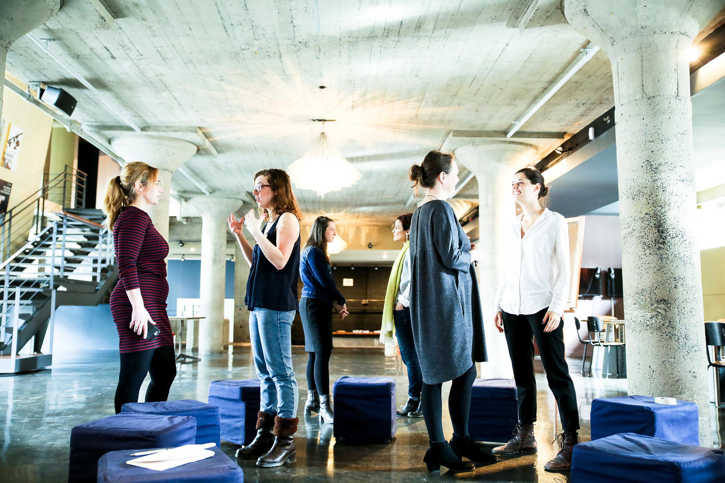 Usine C - Réinventer l'expérience du spectateur avant et après le spectacle avec une dizaine de membres de l'équipe. Un projet de fond sur 6 mois : observation des publics, créations, prototypages et tests. Une magnifique histoire de transformation d'équipe. Une collaboration avec Hanneke Ronken.#DesignThinking #innovation #arts