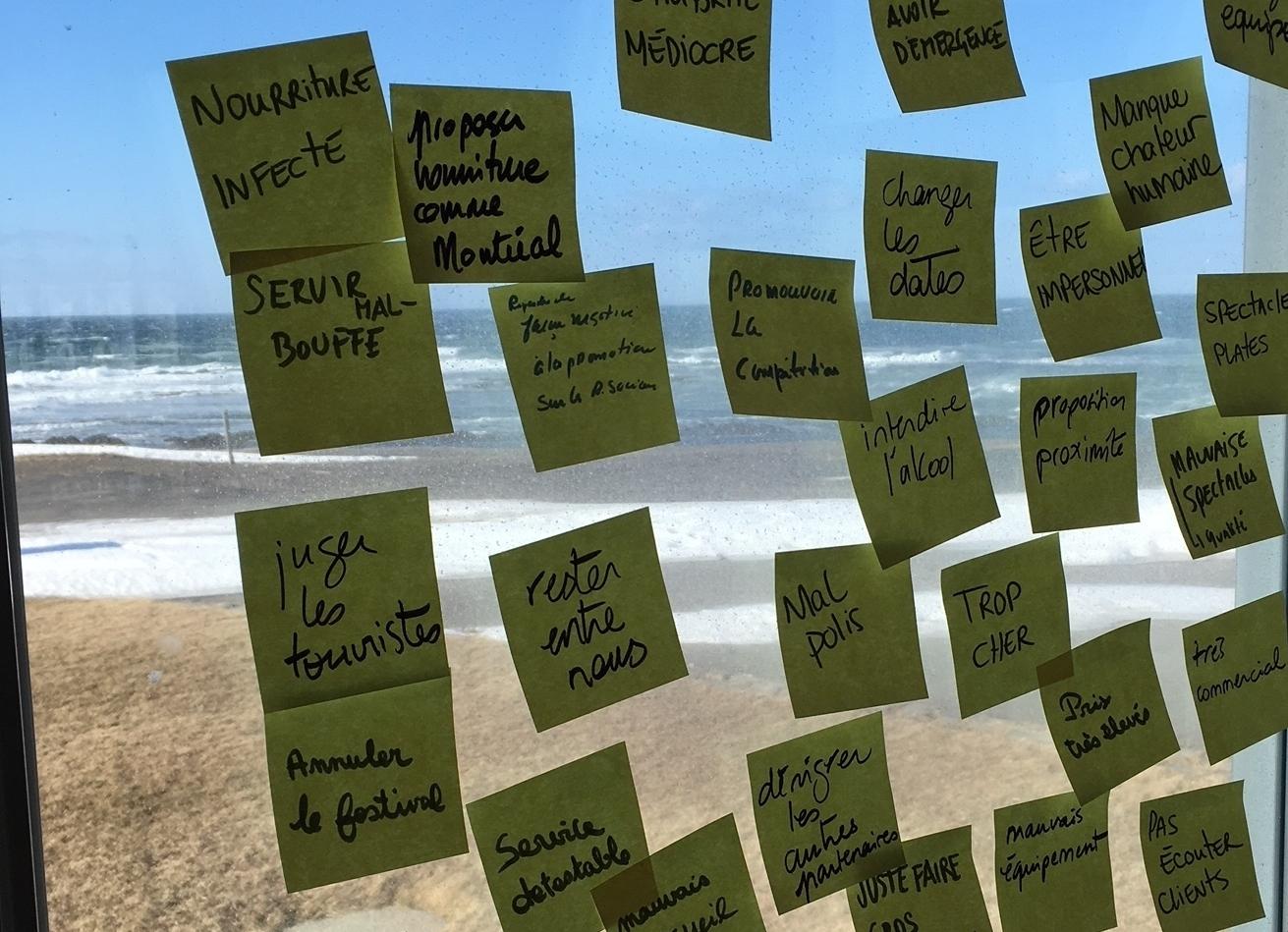 Festival en chanson de Petite vallée - Réinventer l'expérience du spectateur : design et facilitation de 4 jours de réflexion avec l'équipe. Transformation humaine et idées brillantes sont sorties de cet exercice. Une collaboration avec Hanneke Ronken.#DesignThinking #innovation #arts