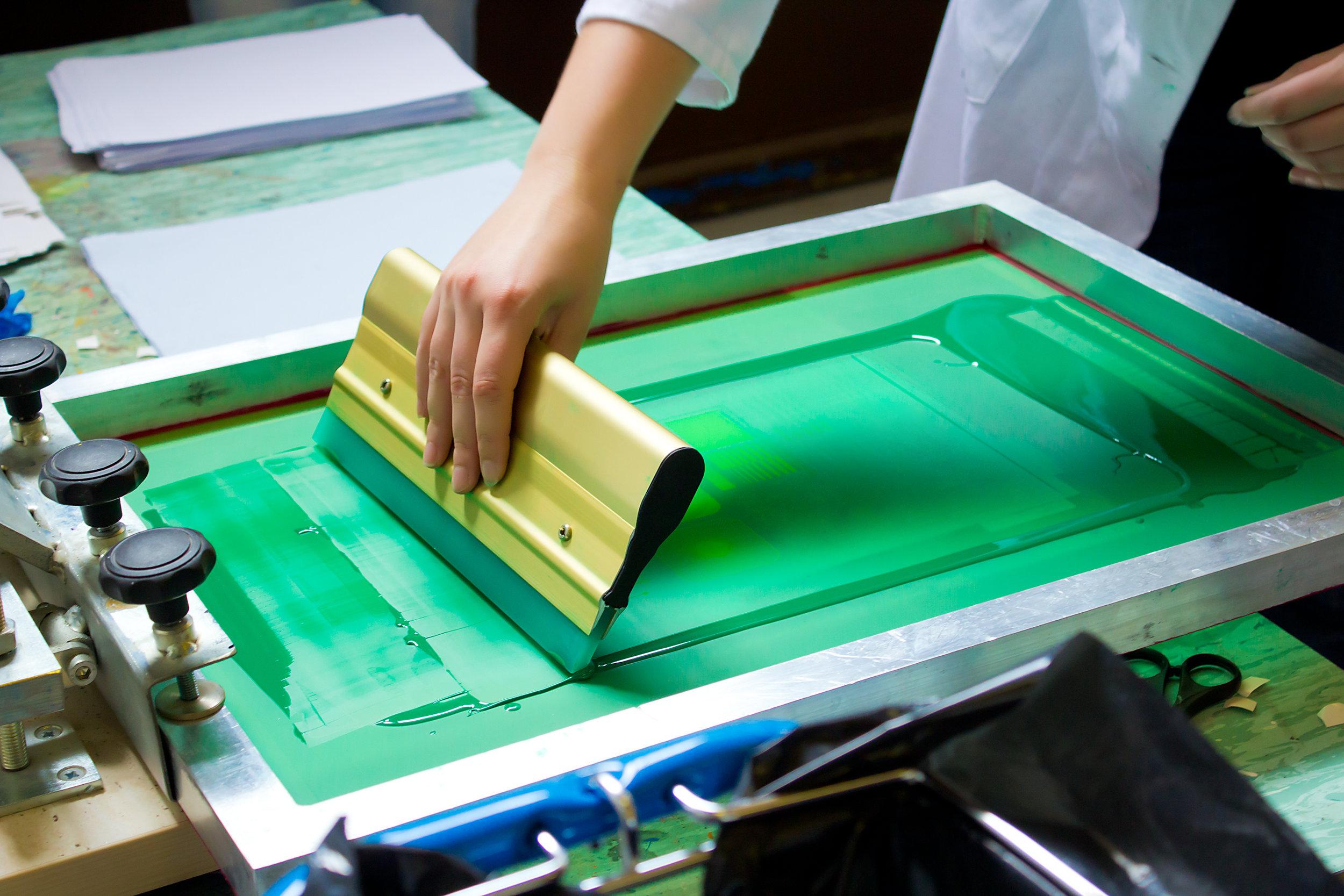 1495431687-Silkscreen_Printing.jpg