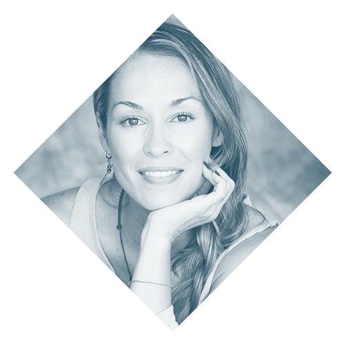 Valeria Lozano    www.habitos.mx   Valeria es Licenciada en Administración de Empresas con Maestría en Innovación. Se certificó como Health Coach por The Institute of Integrative Nutrition de Nueva York y como Instructor en Salud Perfecta por The Chopra Center University en California. Es autora de los programas de Cambia de hábitos y editora de las guías de alimentación mensual Hábitos E-Magazine (adultos y niños). Co-fundadora de La Casa del Jugo y Directora/Fundadora de Hábitos, plataforma que dirige un movimiento positivo de cambio saludable en la comunidad de habla hispana.
