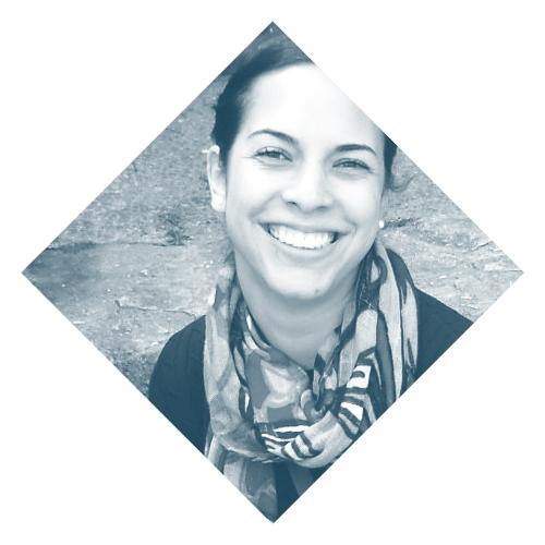 Marianela Castro    www.psicologacostarica.com   Marianela es psicóloga clínica especialista en adultos y pareja. A nivel grupal ha trabajado con mujeres en talleres de autoconocimiento y con niños las habilidades emocionales. La dirección de su trabajo se enfoca en analizar la historia de cada uno para tener una posición más ética, sana y asertiva con respecto a sí mismo. Afirma que la salud mental y emocional son una necesidad básica en la vida del ser humano.