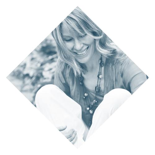 Gabrielle Thil    www.gabriellethil.com   Gabrielle es Maestra de Kundalini Yoga y amante de la vida. Su mantra personal es: ¡un poco de Kundalini Yoga + un poco de risa = ¡una vida mucho más bonita!