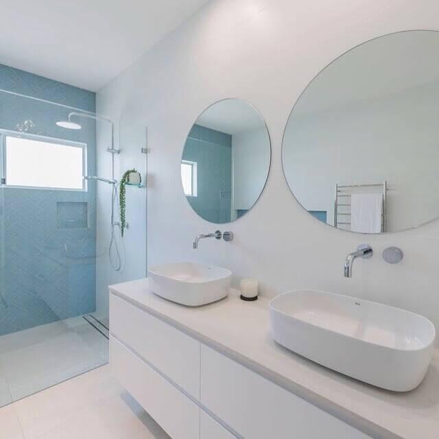 chalet_bathroom2.JPG
