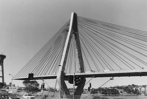 17.New-GI-bridge-under-construction-1995.png
