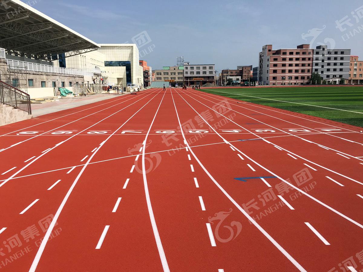 新疆乌鲁木齐第十三中学400米标准田径运动场.jpg