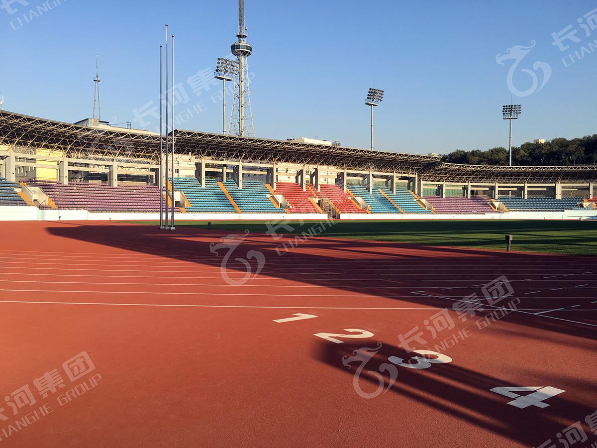 新疆乌鲁木齐红山体育中心(400米标准运动场).jpg