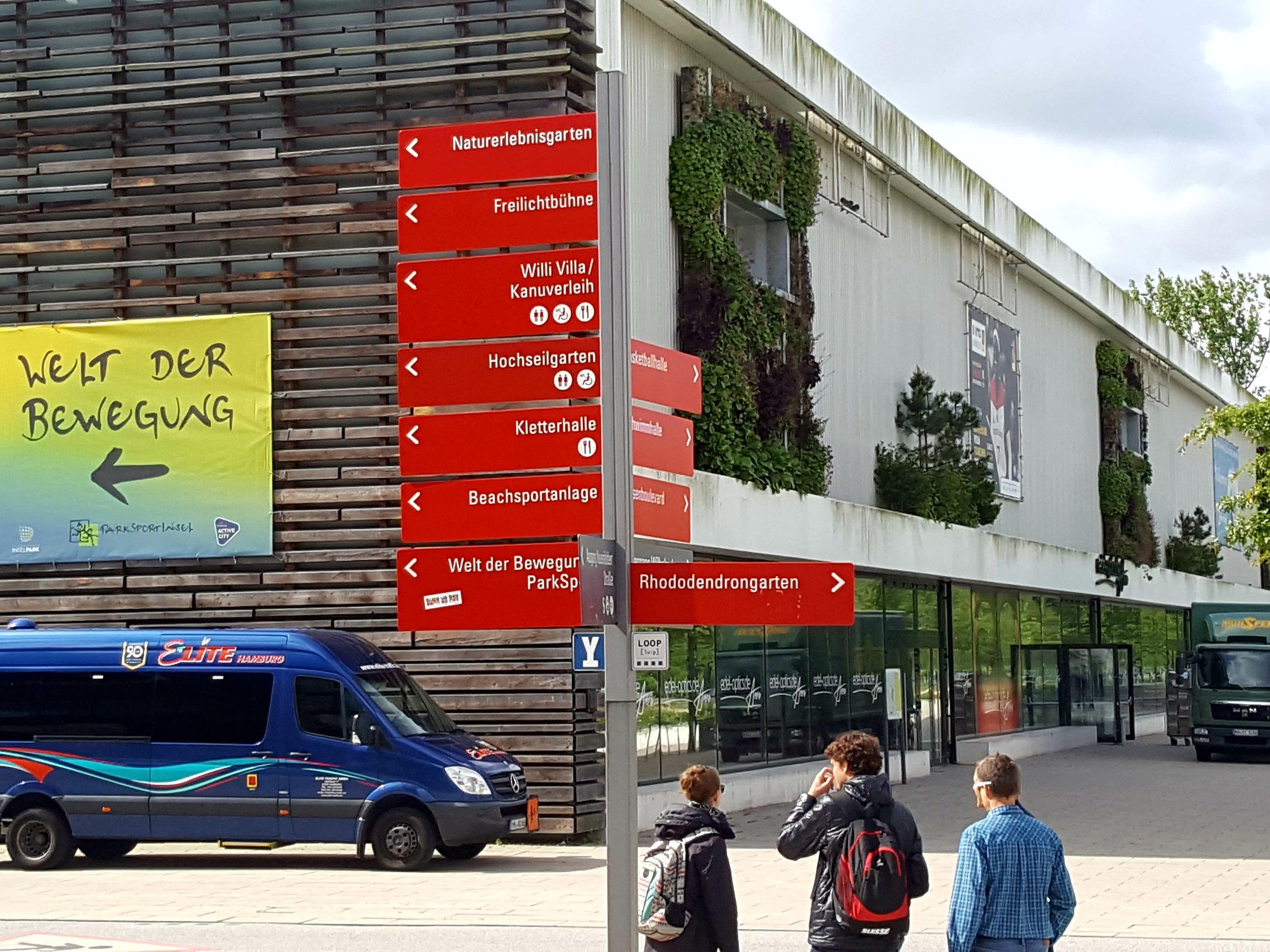 Edeloptics.de Arena og parkområdet med 'Welt der Bewegung' er den nye lunge i det socialt udsatte kvarter Wilhelmsburg syd for Elben.  Foto: Henrik H. Brandt