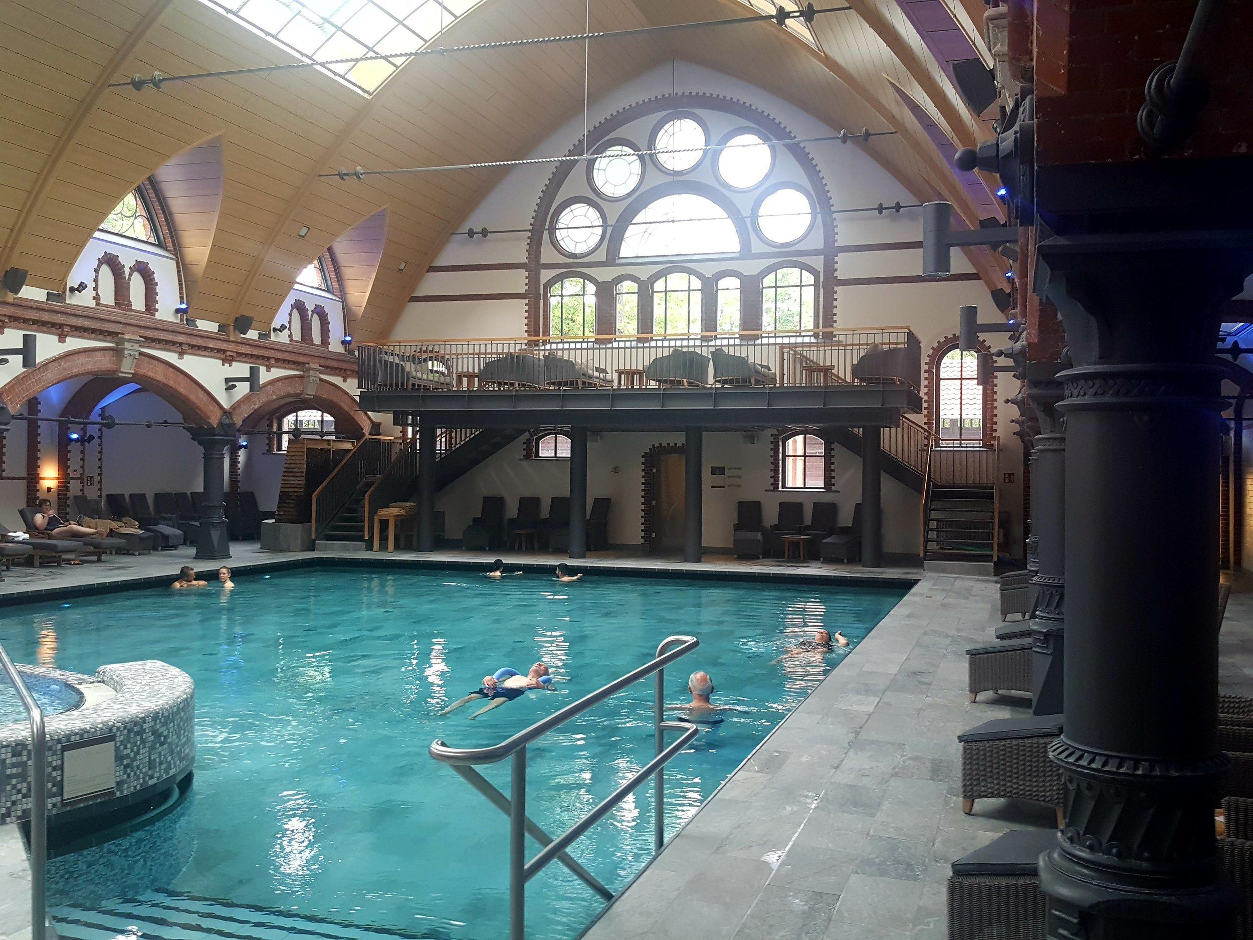 Kaifu Bad. Det uhyre smukt restaurerede kurbad midt i Hamburg er en offentlig facilitet, som er en af 26 svømmeanlæg i Hamburg under det kommunalt ejede driftsselskab Bäderland.  Foto: Henrik H. Brandt