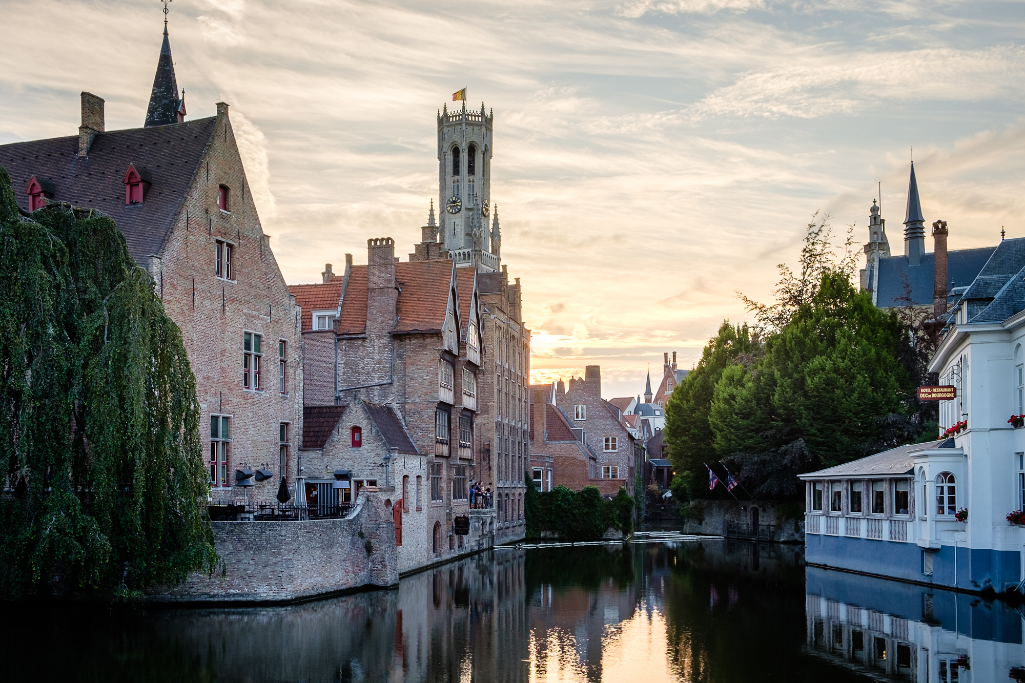 A photo of the Relais Bourgondisch Cruyce and the Belfry Tower in Bruges, Belgium taken by Trevor Sherwin