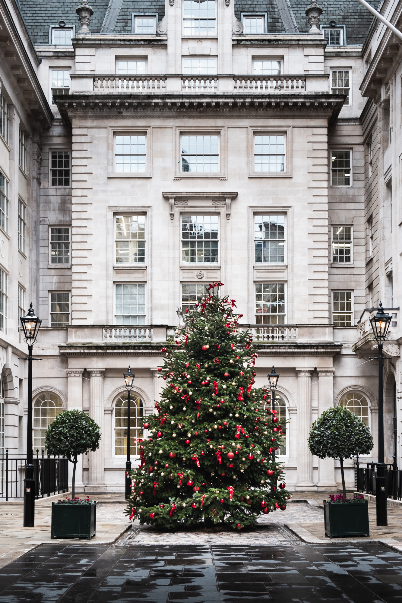 A photo of a Christmas Tree in St helens Place in London by Trevor Sherwin Photography