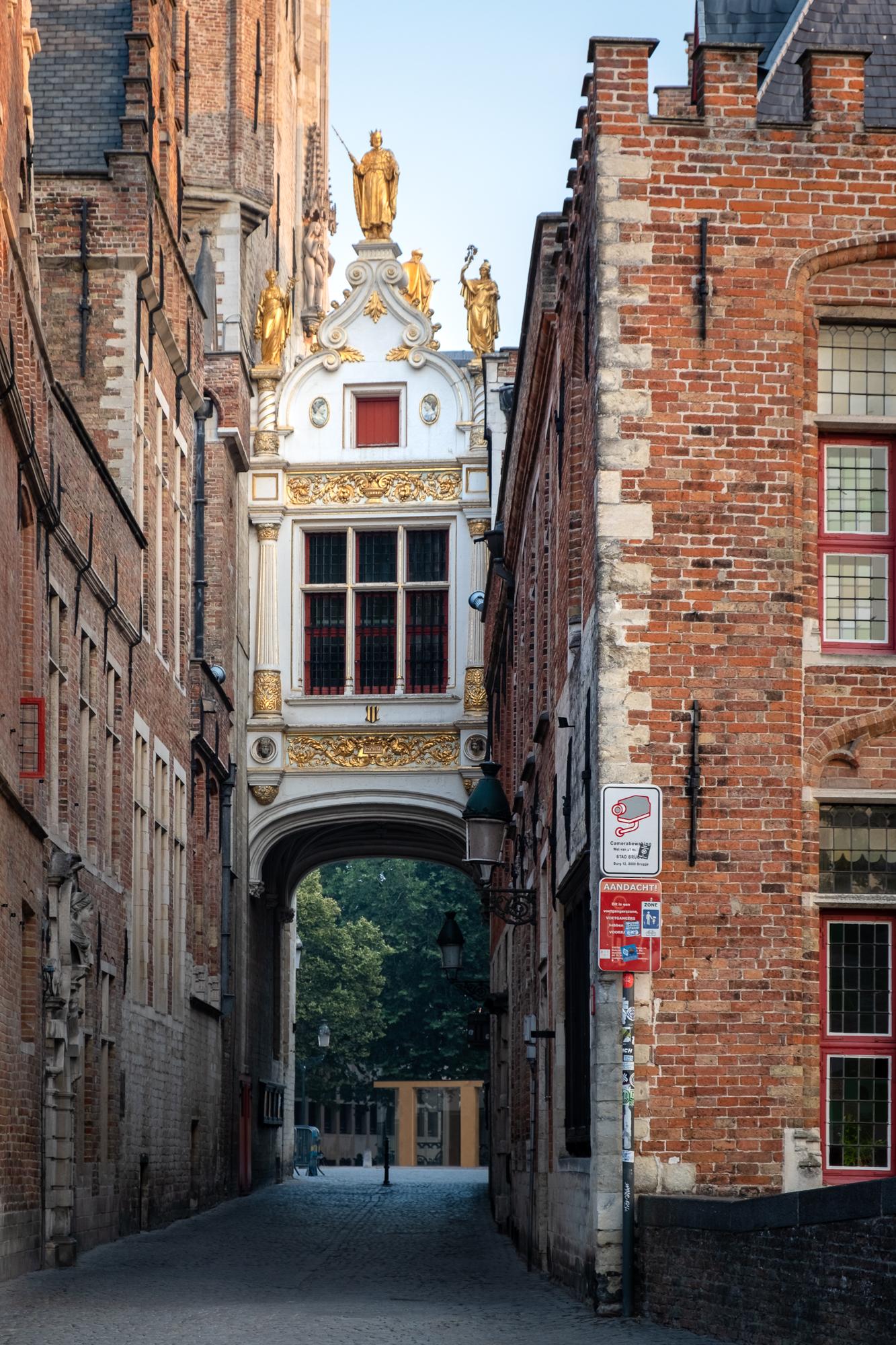 180722 - Bruges - Sunrise - Golden Palace of Justice 001.jpg