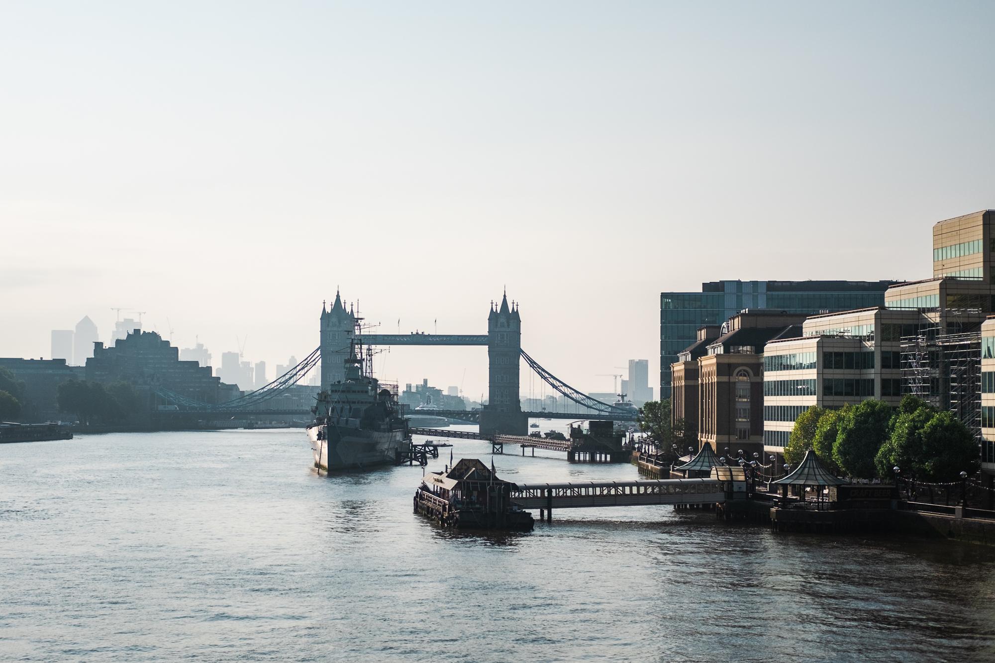 Tower Bridge and HMS Belfast at sunrise | Fujifilm X-T10 | XF35mmF2 | 35mm | 1/20,000 second | f/2 | ISO200