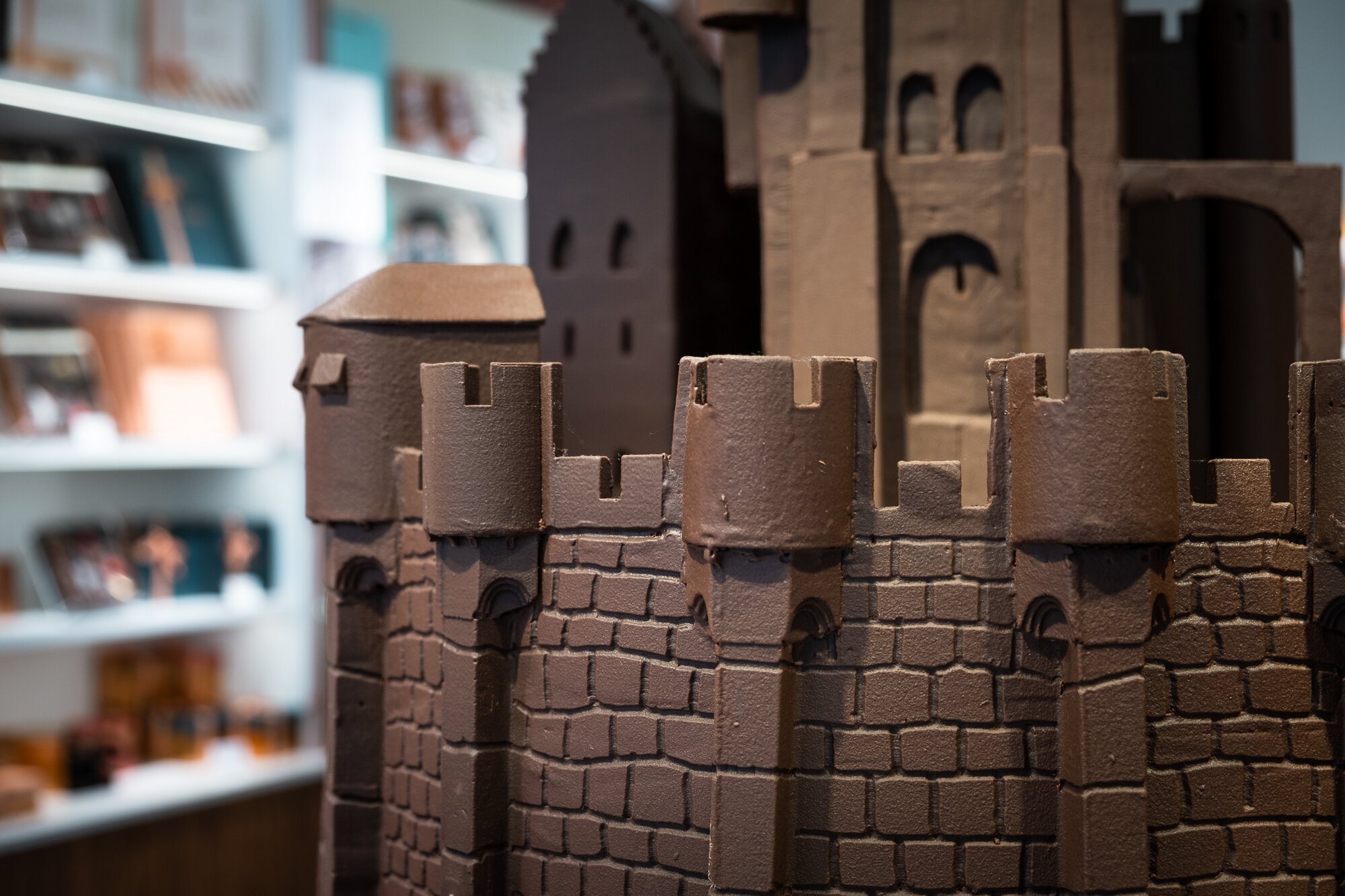 A castle made of chocolate in one of the many chocolate shops in Ghent | Fujifilm XT-30 | XF18-55mm | 33mm | 1/150 Second | f/3.6 | ISO160