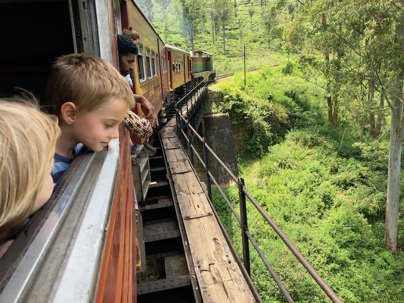 On the way from Ella to Nanu Oya. One of the most beautiful train rides in the world. Photo © Szilvia Molnár