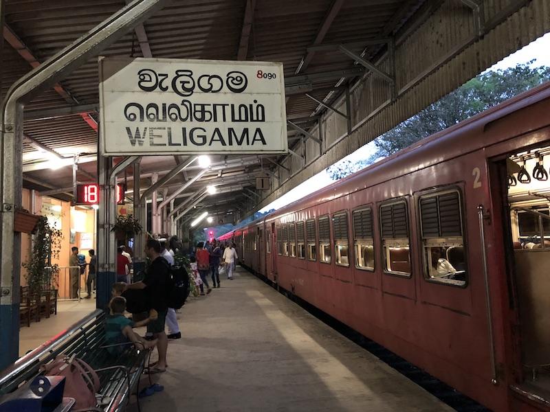 Nagy vonat rajongók lettünk Srí Lankán. Fotó © Molnár Szilvia