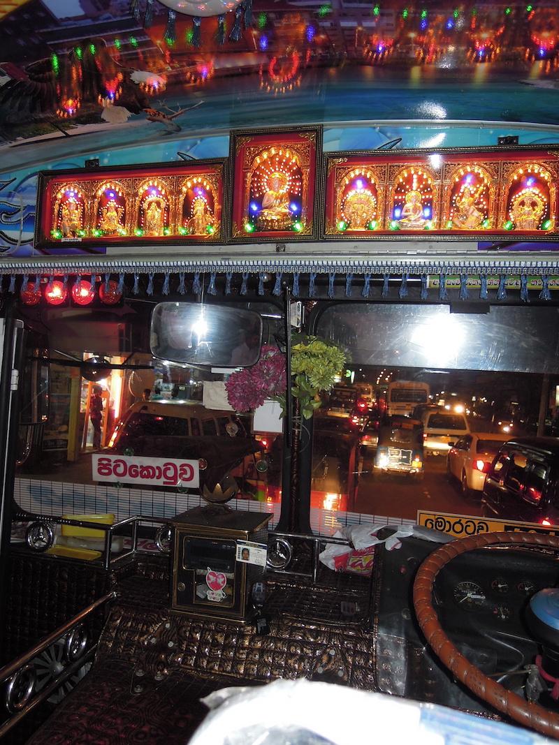 Ha legközelebb buszozunk Srí Lankán, kelleni fog egy GoPro kamera. Colombo, 2011. Fotó © Vasas András