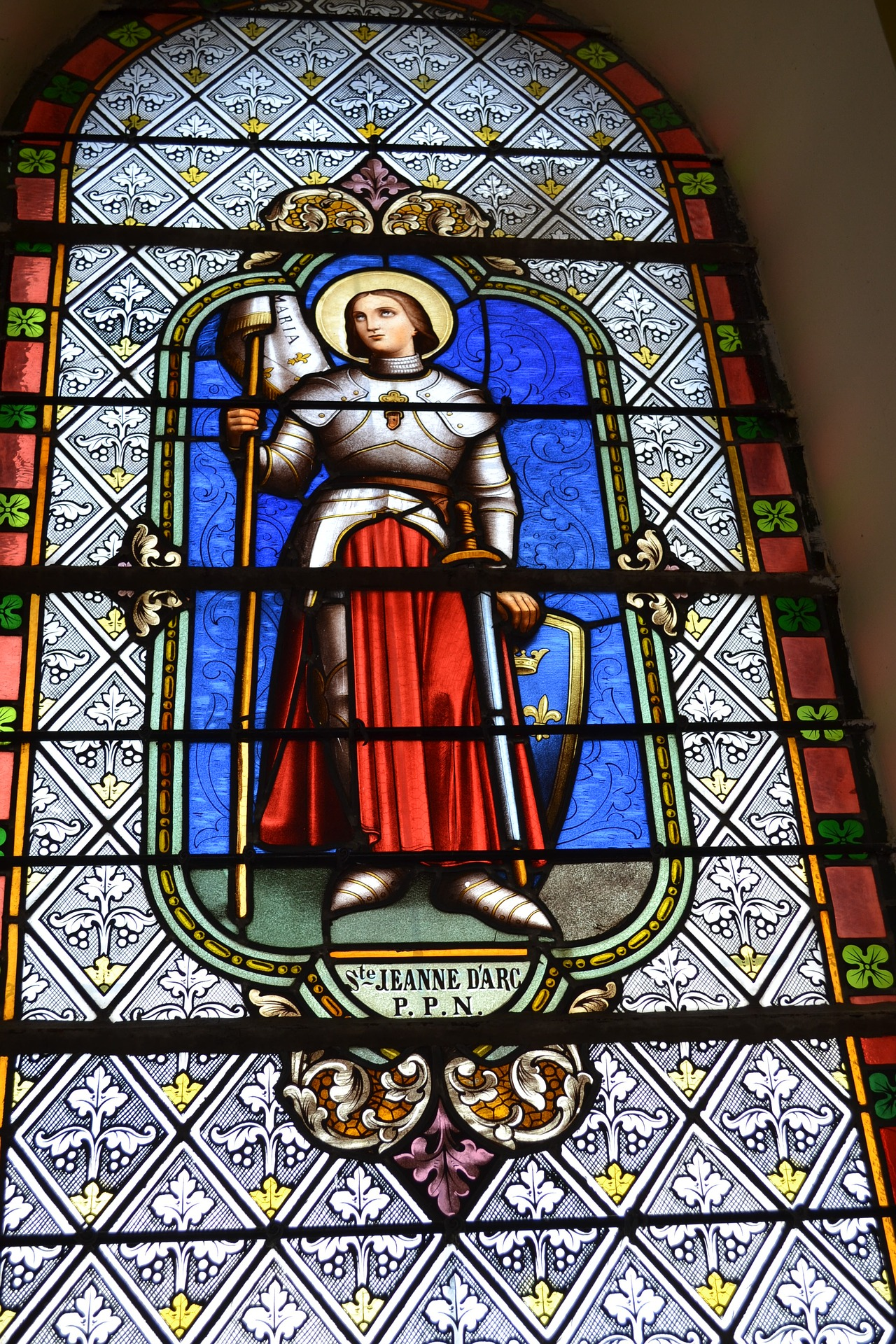stained-glass-4098482_1920.jpg