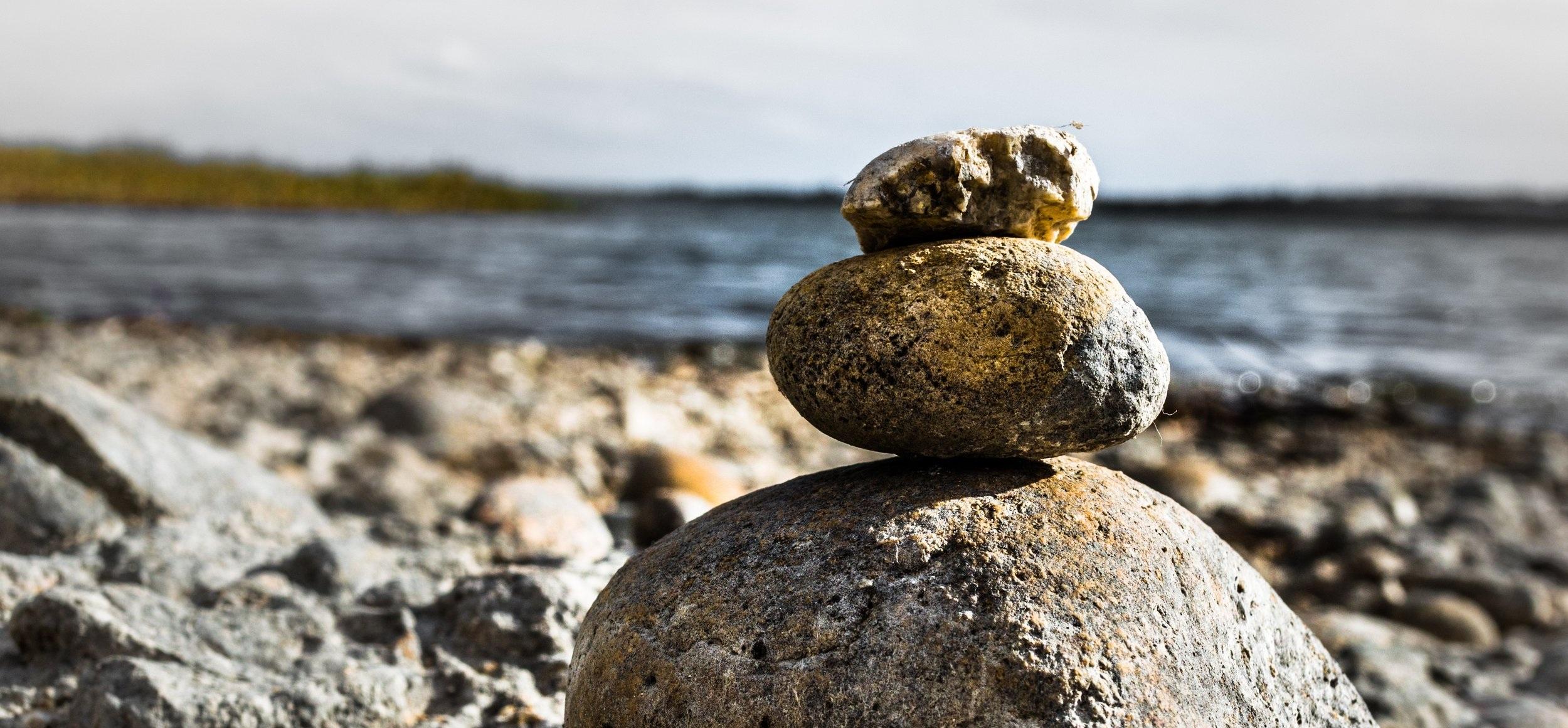 balance-boulders-close-up-907911.jpg
