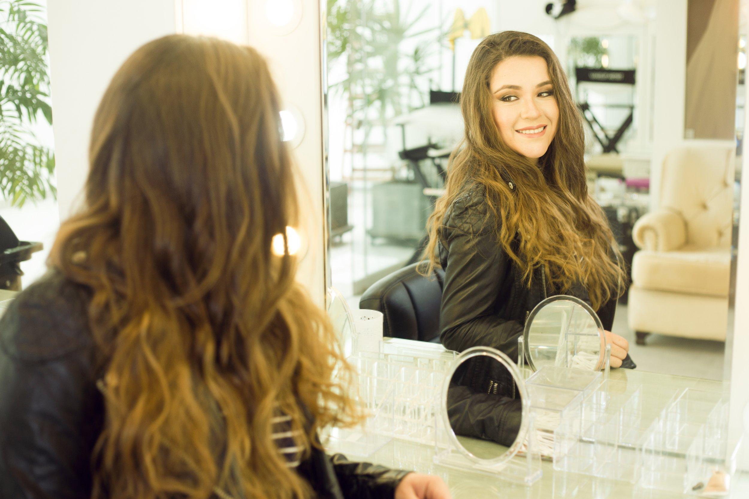 beautiful-casual-mirror-2263142.jpg