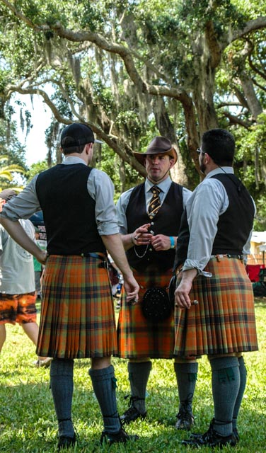 Dunedin, FL pipers in proper kilts