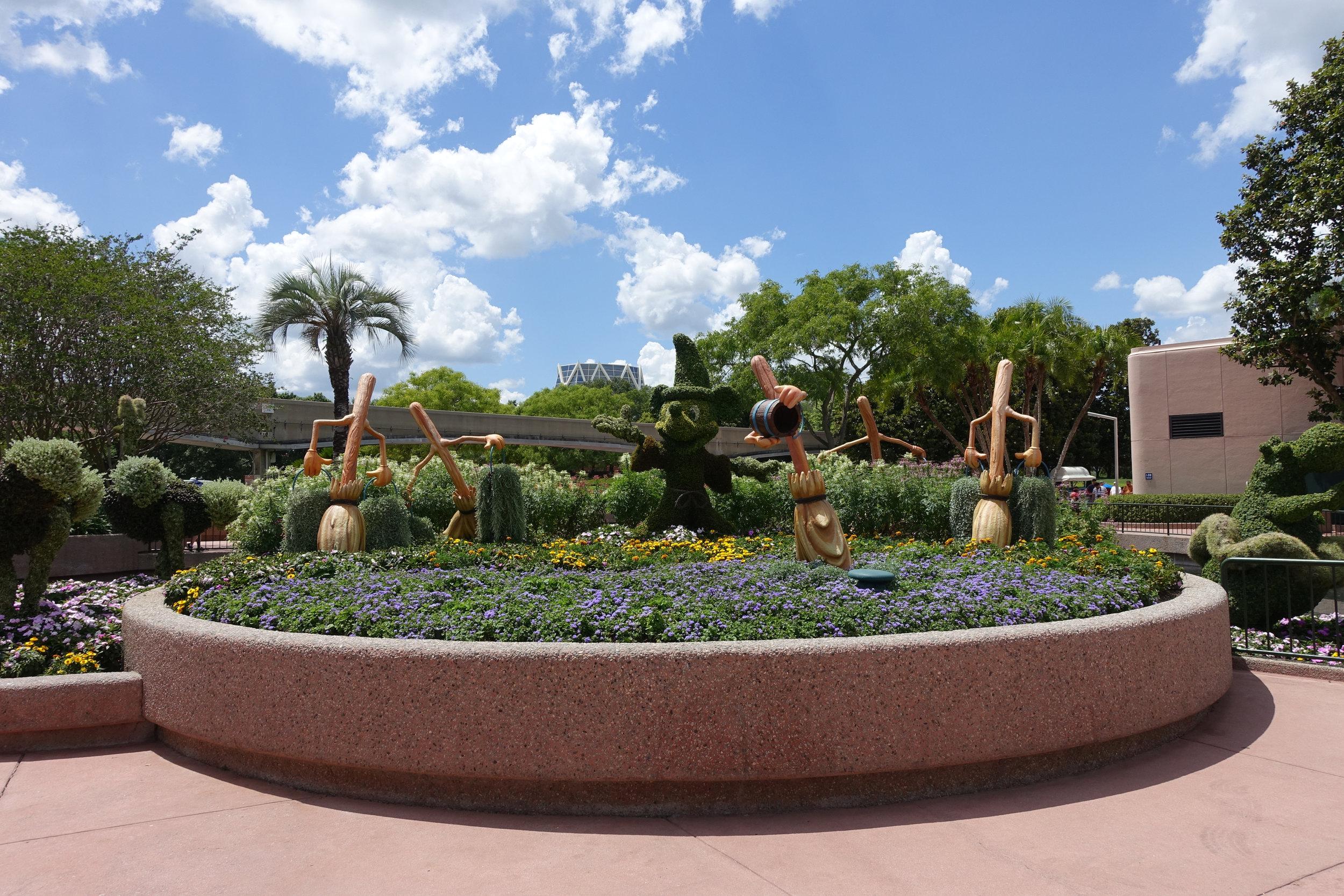 Sorceror Mickey topiary from Fantasia.