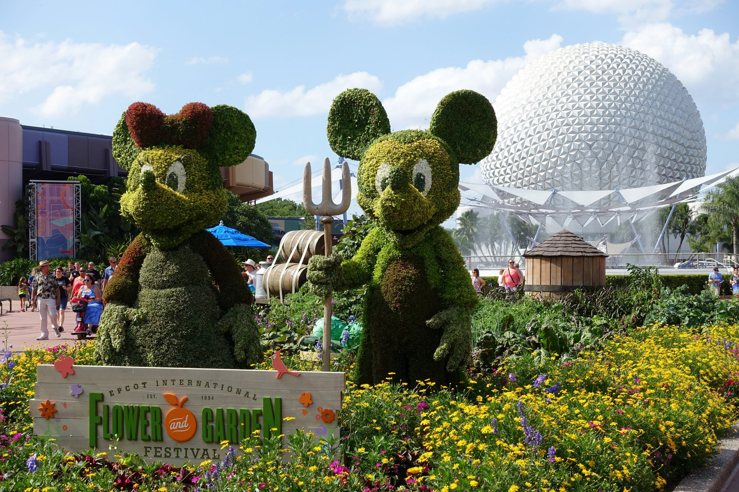 Farmer Mickey and Minnie topiaries during the 2015 Festival.
