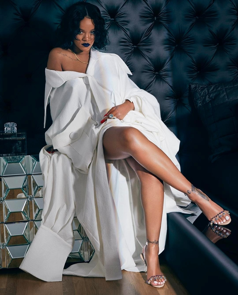 """""""[…] RIHANNA SHOWS OFF NGUYEN CONG TRI'S LATEST DESIGN"""" -"""